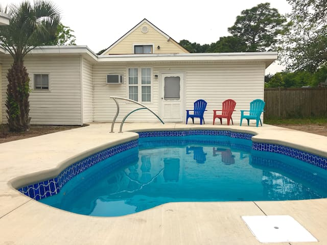 Comfy Home and Pool an 8 minute Walk to the Ocean