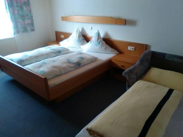 Zimmer in sonniger Berglage!