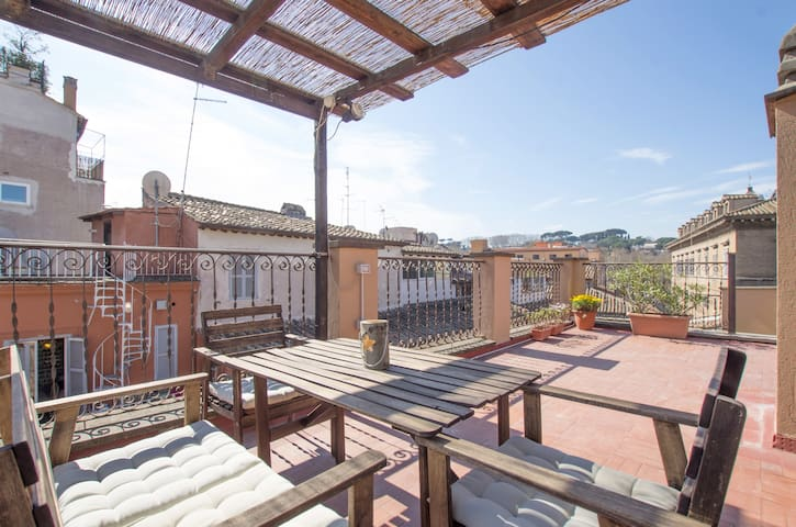 Suite with roof top terrace 1bd/Wifi/AC/GasHeat - Roma - Apartment