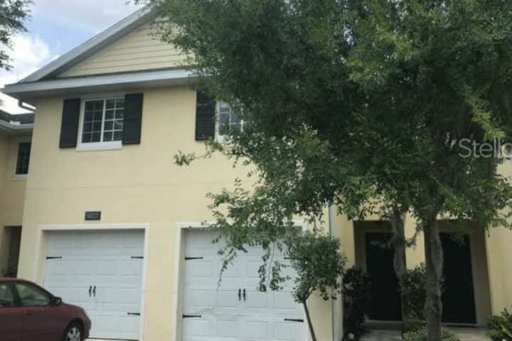 Lovely Townhome Centrally Located