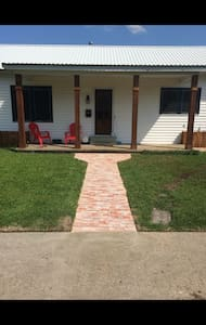 Cajun Cottage home near downtown - Breaux Bridge - Casa