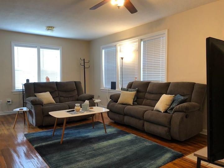 Quiet & Cozy Home near Riverside