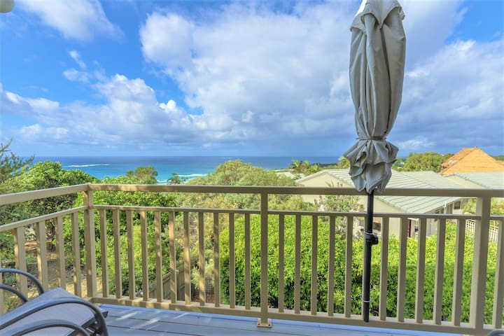 2 Bedroom Ocean View Apartment at Pandanus Palms!