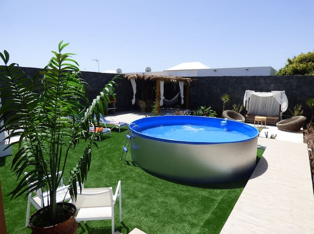 Beautiful one bedroom villa with pool and solarium - Playa Blanca - Villa