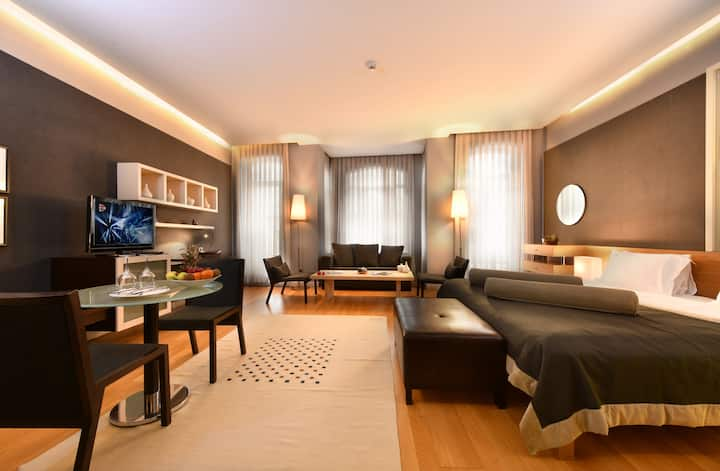 Superior Suite in the Heart of the City