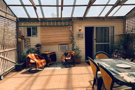 Cosy granny flat retreat in Royal Park