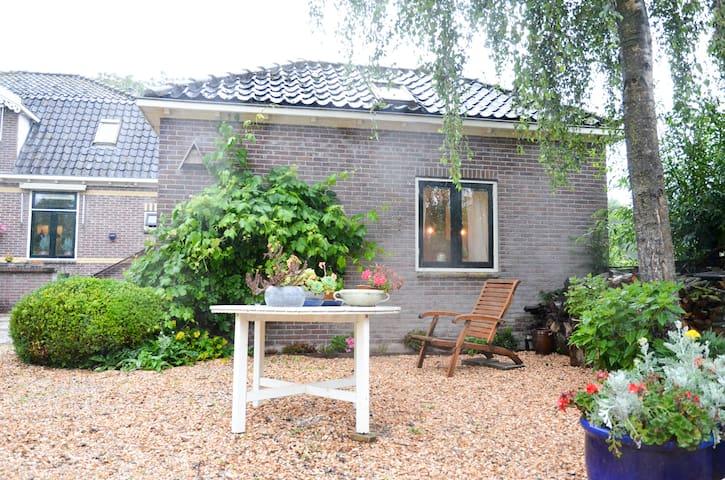Idyllisch tuinhuis Oosthuizen - Natuur Rust Ruimte