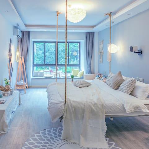 【Dream house】ins北欧简洁风格/电梯公寓/近西街/高清投影房,联系房东享专属优惠