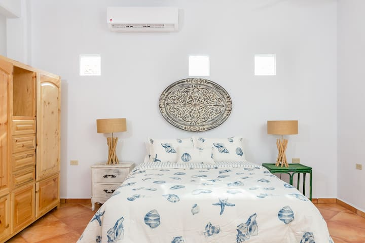 Our guests will enjoy a top of the line cooling gel mattress with luxury linen sheets and hypoallergenic pillows. The wardrobe provides generous space for hanging clothes and multiple drawers.