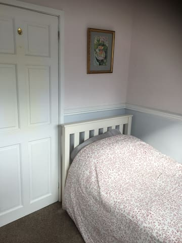 Modern and Clean Single Room - Сток-он-Трент - Дом