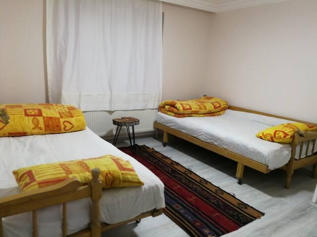 Yün yataklı köy konsepti yatak odası 2