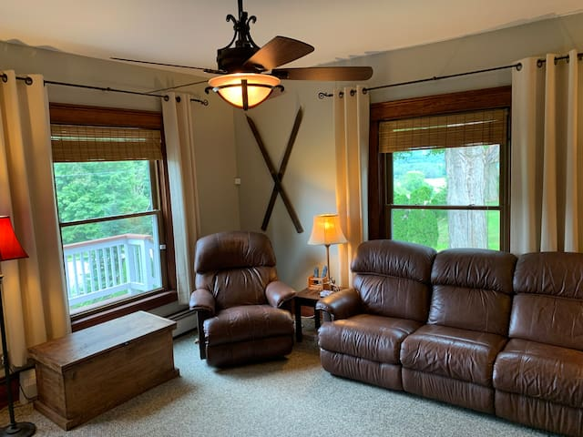 Family room w/ reclining sofa and chair