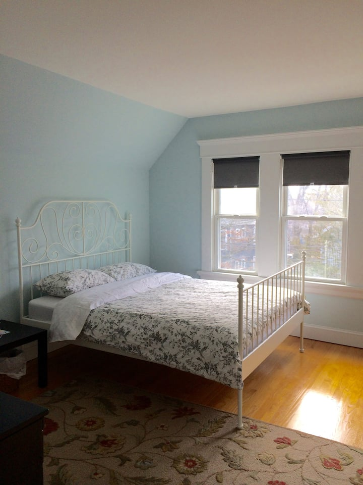 East Rock- Private, Clean, Lovely (The Blue Room)