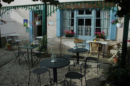 La Belle Epoque / Café de la Gare - Thenissey - Bed & Breakfast