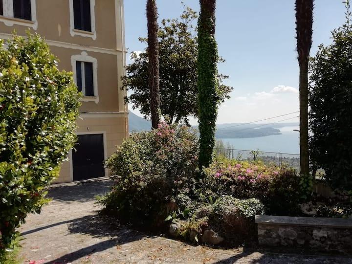 Villa storica con vista sul Lago Maggiore