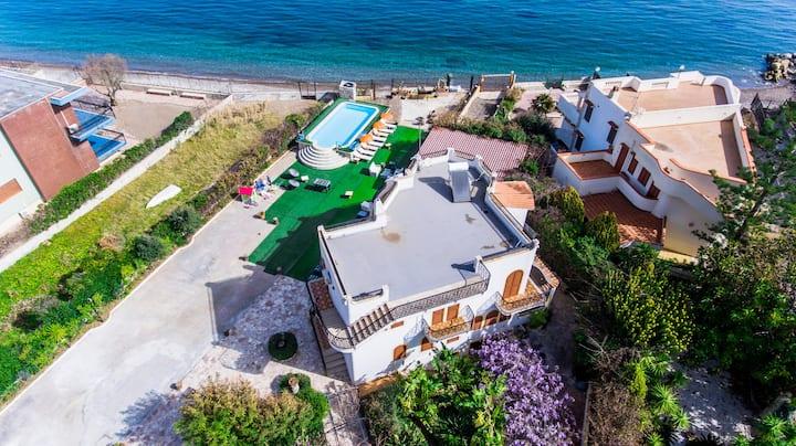 Villa Silvia sul mare con jacuzzi e piscina