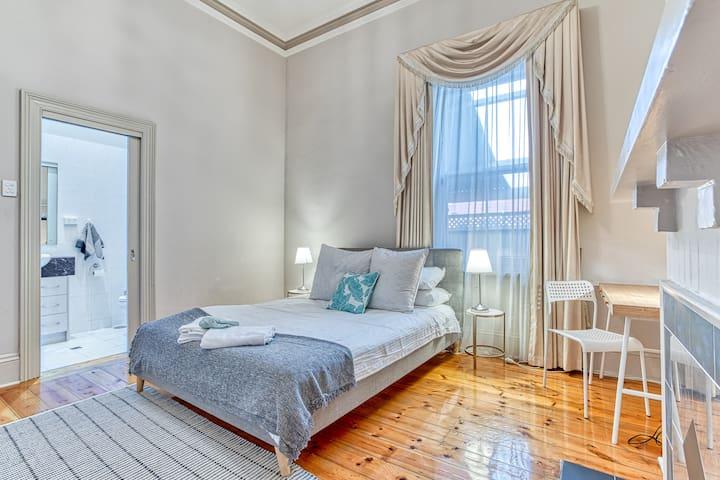 Bedroom 2 - Queen with ensuite