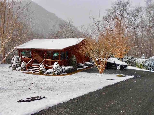 Cuddly Bear cabin. Maggie Valley,  NC