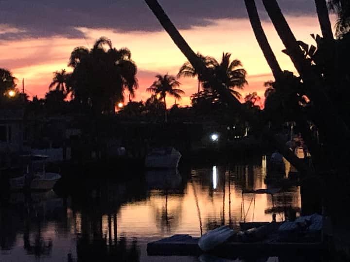 Adults Only/Luxury Tiki Sunset Retreat