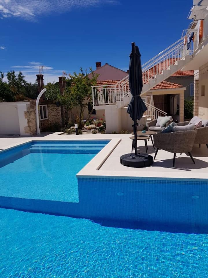 Newly refurbished apartment Villa Julija with Pool