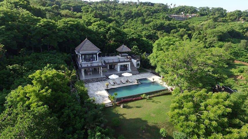 Amazing luxury villa with sea view!
