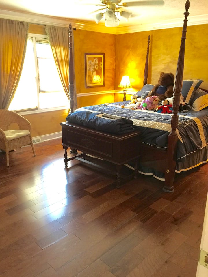 Master Bdrm in Colonial Home