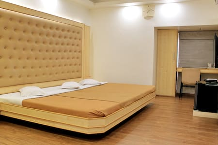Amazing room near Railway station A/c & Wifi.