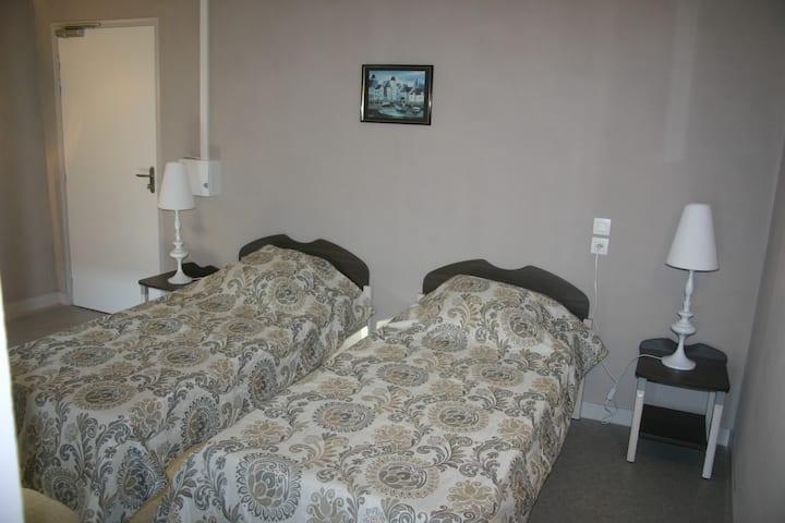 Chambre 2 lits dans un gîte - Rennes/Brocéliande