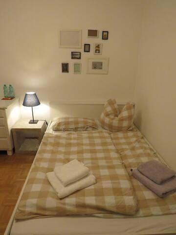 schönes, helles Zimmer in zentraler Lage
