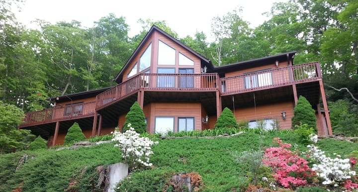 Mountainside home - year round views  - Convenient