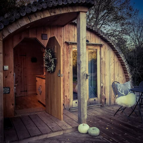 Apple Tree Cabin - Monmouth  Walking distance town