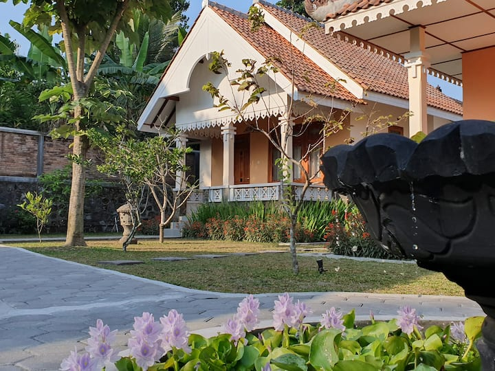 Villa Ago, Colonial Cottage #3 with gardens & pool