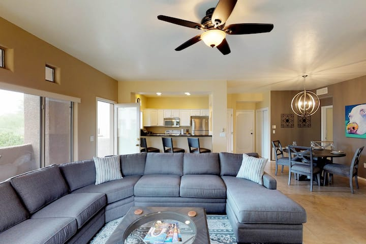 Updated desert condo with a shared hot tub and pool!