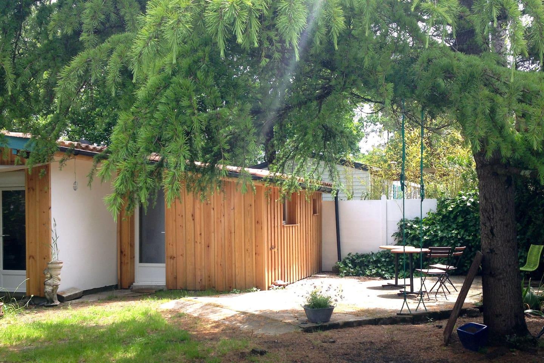 Cabane au coeur d'un grand jardin