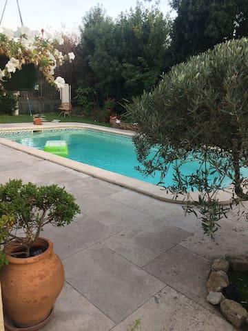 Jolie bas de maison avec piscine maisons louer for Jardin 400m2 piscine