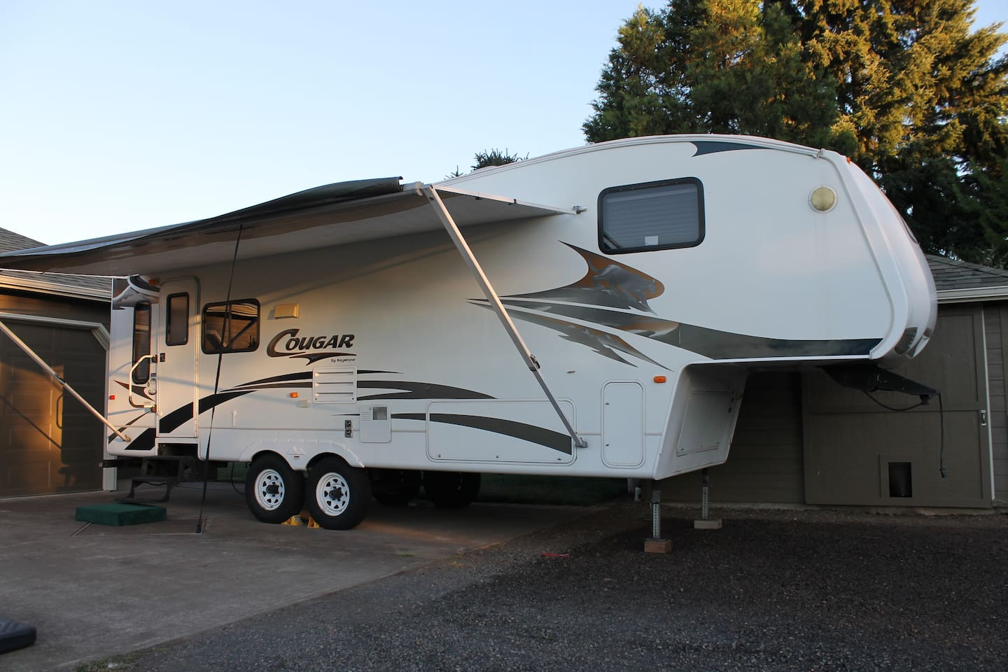 30 foot Luxury 5th-Wheel RV
