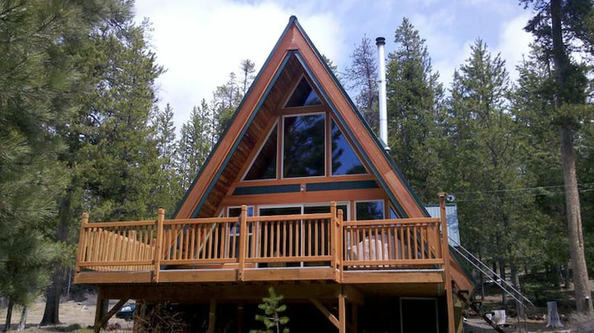 Pet-Friendly, Secluded Cabin on Crescent Creek
