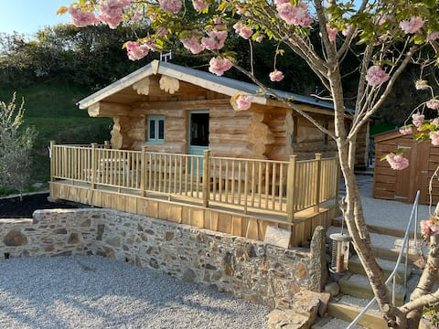 Beautifully Handcrafted cosy Log cabin