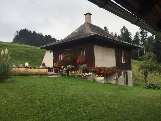 Gemütliches Stöckli auf dem Bauernhof - Langnau im Emmental - Hütte