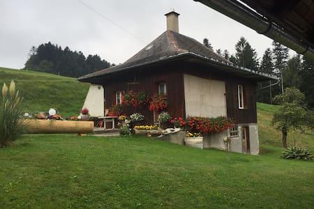 Gemütliches Stöckli auf dem Bauernhof - Langnau im Emmental - Chatka