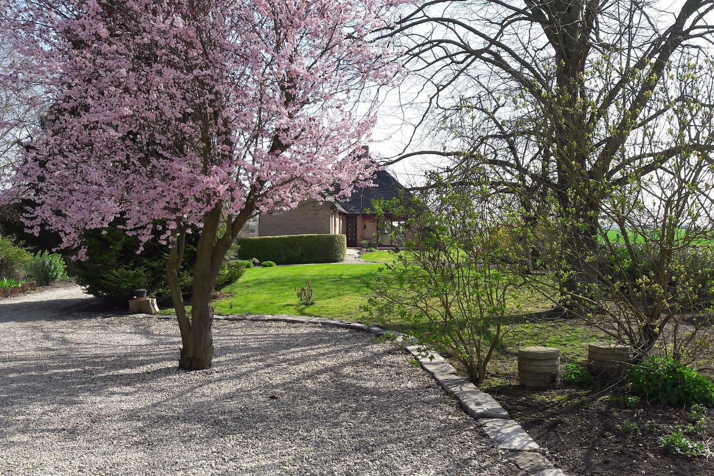 Notre maison, en campagne tranquille, avec studio indépendant en location et place de parking.