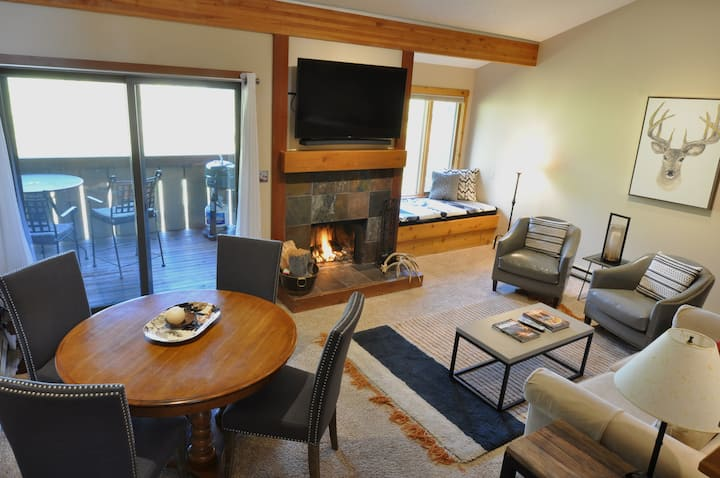 Luxury Mountain Loft Hideaway: 2 bed, 1 bath