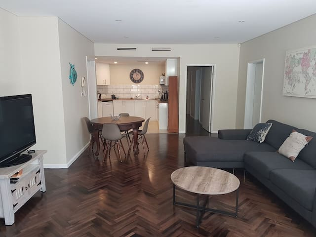 Seaforth Spit near Manly 2 Bdrm aprt 4/5 guest's