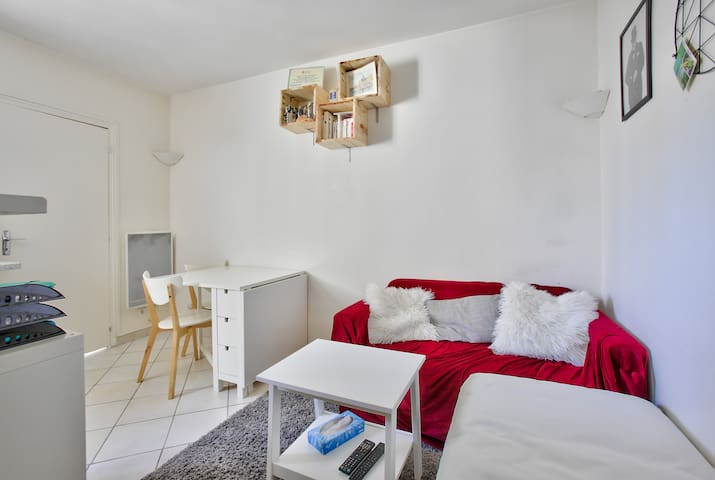 """Pleasant apartment close to the """"quais de Seine"""""""