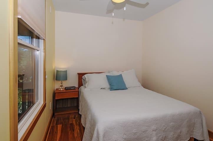 First floor bedroom - Double Bed