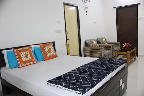 Cozy Room with Kitchen/Airport Pickup & Drop/Porur