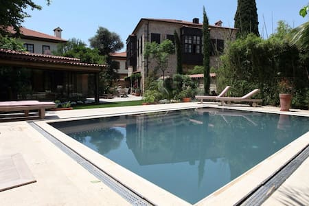 Charming Villa with Garden & Pool - Muratpaşa - Villa