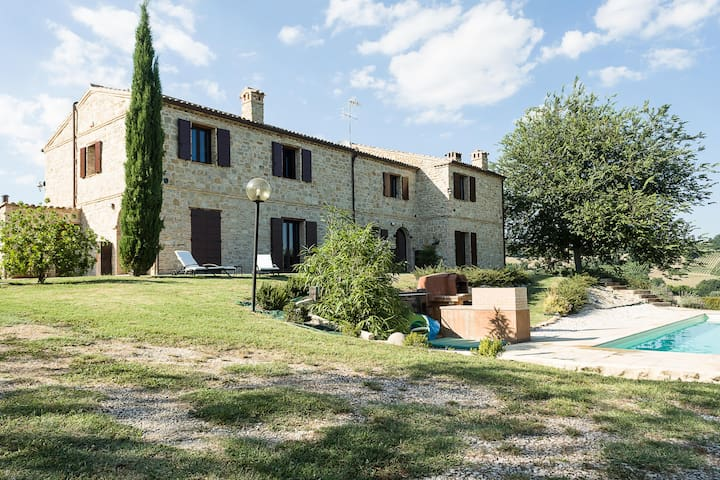Country house with swimming pool in Marche - Cupramontana - Haus