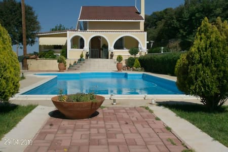 Private pool villa with amazing views & gardens - Vathi