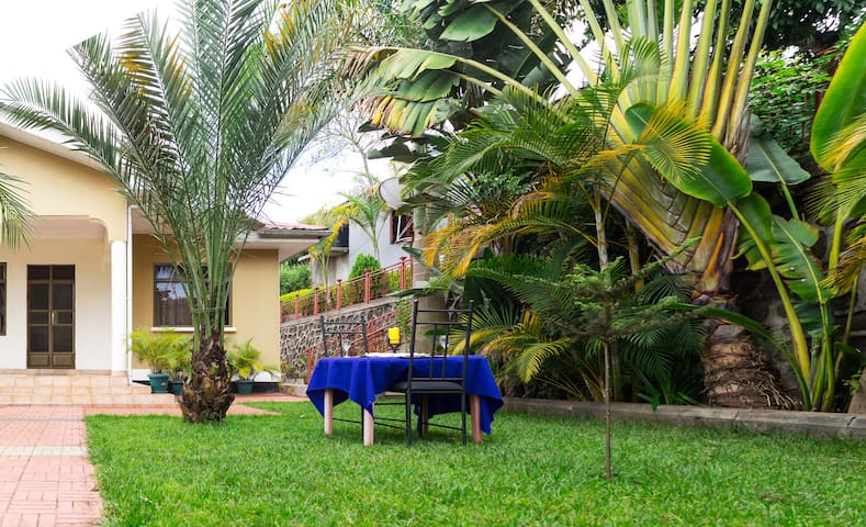 Marangu Coffee Shop & Homes